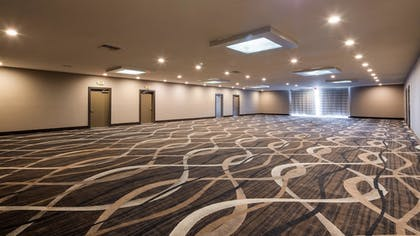 Meeting Facility | SureStay Plus Hotel by Best Western Point Richmond
