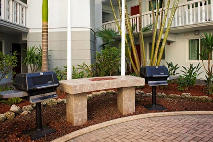 BBQ/Picnic Area | Residence Inn by Marriott Miami Coconut Grove
