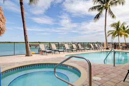Outdoor Spa Tub | Hutchinson Island Plaza Hotel and Suites
