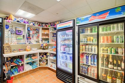 Gift Shop | Hutchinson Island Plaza Hotel and Suites