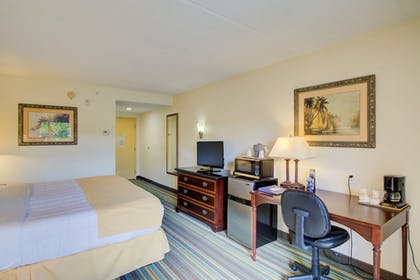 Guestroom | Hutchinson Island Plaza Hotel and Suites