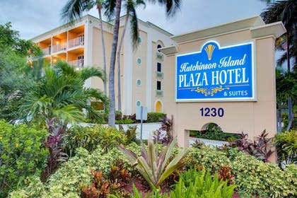 Hotel Front | Hutchinson Island Plaza Hotel and Suites