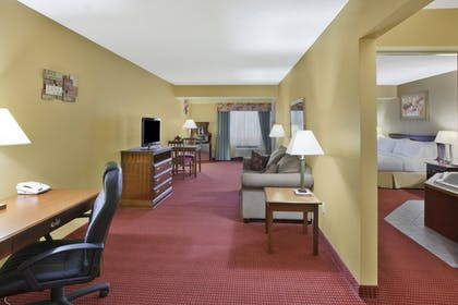 Guestroom | Holiday Inn Express Irwin (PA TPK Exit 67)
