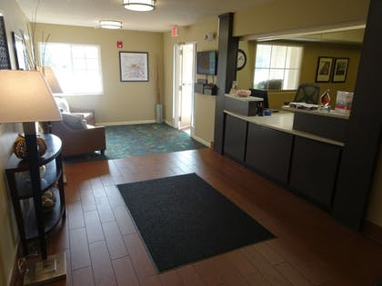 Lobby | Candlewood Suites Richmond-West