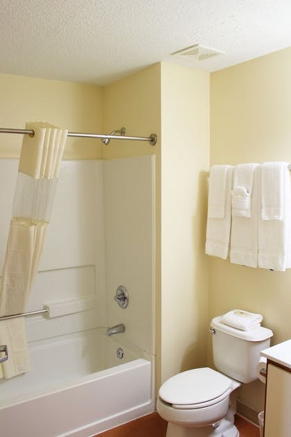 Bathroom | Candlewood Suites Richmond-West