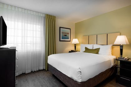 Guestroom | Candlewood Suites Richmond-West