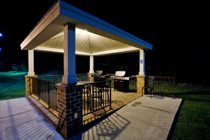 BBQ/Picnic Area | Candlewood Suites Richmond-West