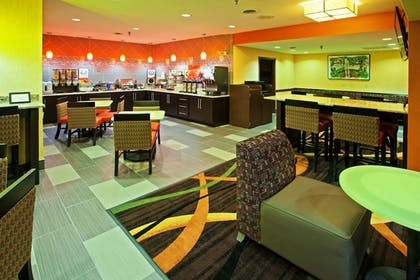 Breakfast Area | La Quinta Inn & Suites by Wyndham Cookeville