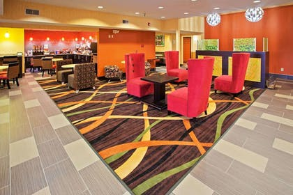 Lobby | La Quinta Inn & Suites by Wyndham Cookeville
