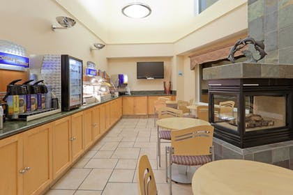 Restaurant | Holiday Inn Express Hotel & Suites Pacifica