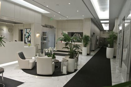 Lobby Sitting Area | Fortune House Hotel Suites
