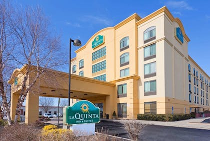 Exterior | La Quinta Inn & Suites by Wyndham Garden City