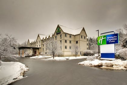 Aerial View | Holiday Inn Express & Suites Lincoln East - White Mountains