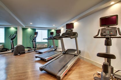Sports Facility | Holiday Inn Express & Suites Lincoln East - White Mountains