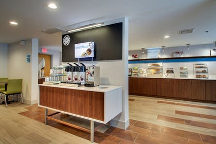 Breakfast Area | Holiday Inn Express & Suites Lincoln East - White Mountains