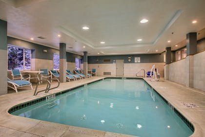 Pool | Holiday Inn Express & Suites Lincoln East - White Mountains