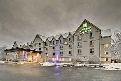 Exterior | Holiday Inn Express & Suites Lincoln East - White Mountains