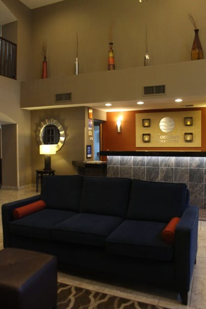 Lobby Sitting Area | Comfort Inn & Suites North Tucson - Marana