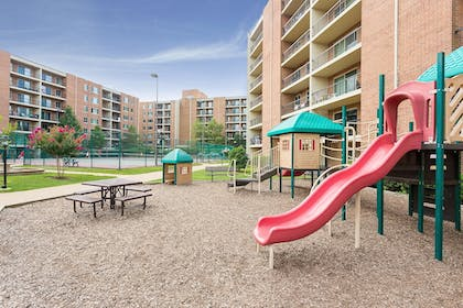 Childrens Play Area - Outdoor | Oakwood Falls Church
