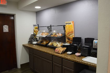 Breakfast Area | Microtel Inn & Suites by Wyndham BWI Airport Baltimore
