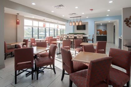 Restaurant | Holiday Inn Express Hotel & Suites Spence Lane