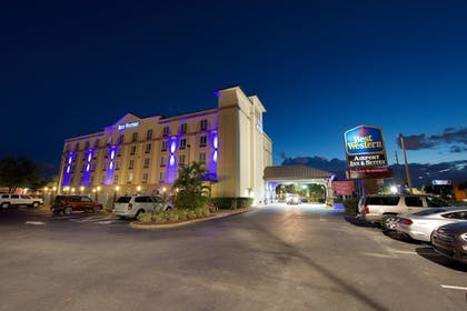 Hotel Front - Evening/Night | Best Western Airport Inn & Suites