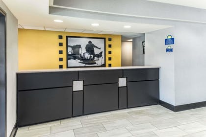 Lobby | Days Inn & Suites by Wyndham Union City