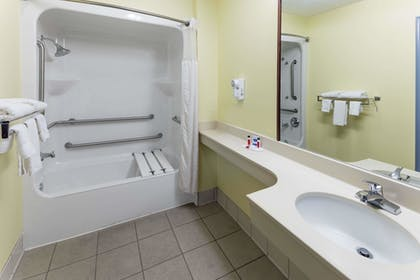 Bathroom | Days Inn & Suites by Wyndham Union City