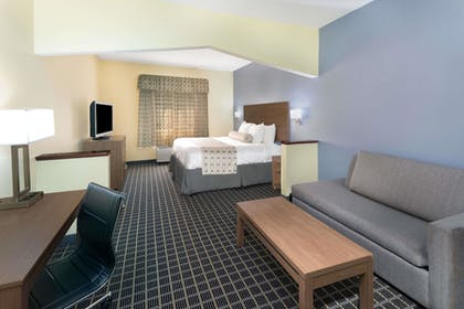 Guestroom | Days Inn & Suites by Wyndham Union City