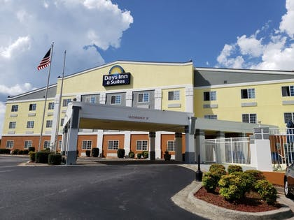 Hotel Front | Days Inn & Suites by Wyndham Union City