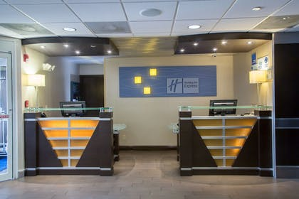 Lobby | Holiday Inn Express Hotel & Suites Oxford