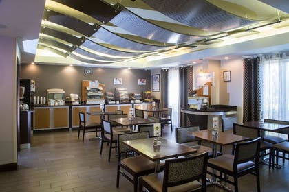 Restaurant | Holiday Inn Express Hotel & Suites Oxford