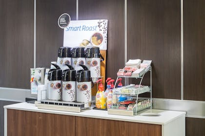 Cafe | Holiday Inn Express Hotel & Suites Oxford