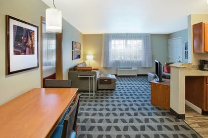 Guestroom | Towneplace Suites By Marriott Detroit Livonia