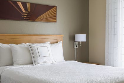 Guestroom | TownePlace Suites By Marriott Phoenix North