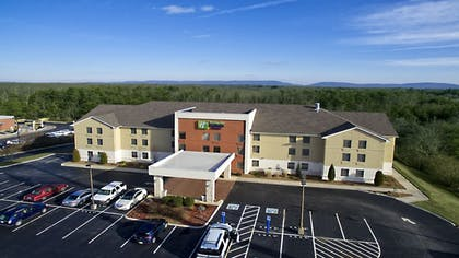 Exterior | Holiday Inn Express & Suites Crossville