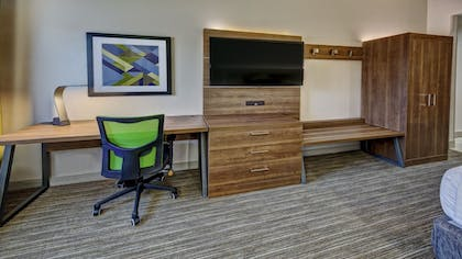 Guestroom | Holiday Inn Express & Suites Crossville