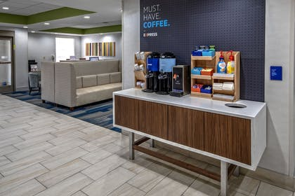 Lobby | Holiday Inn Express & Suites Crossville