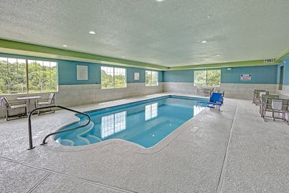 Pool | Holiday Inn Express & Suites Crossville