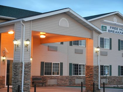 Property Grounds | Fairbridge Inn & Suites, Miles City