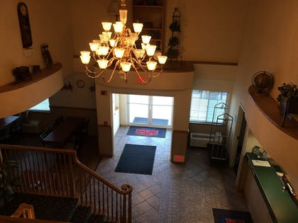 Lobby | Fairbridge Inn & Suites, Miles City