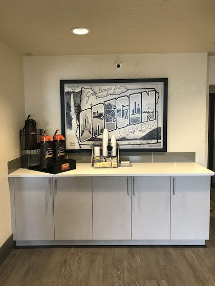 Breakfast Area | Super 8 by Wyndham Portland Airport