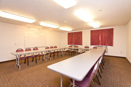 Meeting Facility | Super 8 by Wyndham Portland Airport