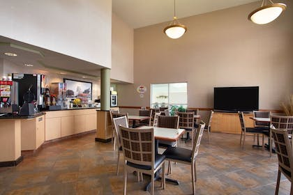Breakfast Area   Super 8 by Wyndham Madison South