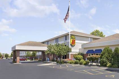 Hotel Front   Super 8 by Wyndham Madison South