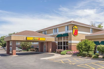 Featured Image   Super 8 by Wyndham Madison South
