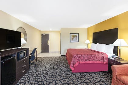Room | Days Inn by Wyndham Miami