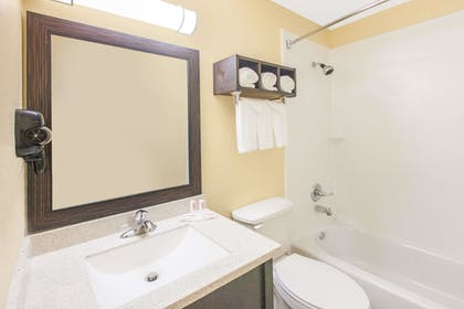 Bathroom | Days Inn by Wyndham Miami