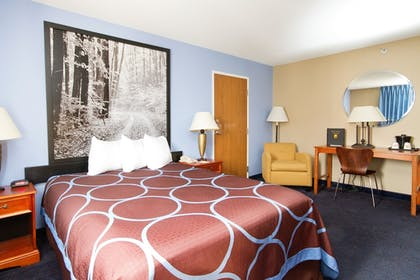 Guestroom | Super 8 by Wyndham Adrian