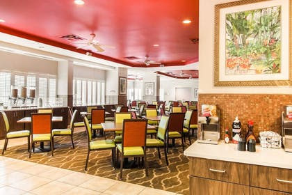 Breakfast Area | Comfort Suites Maingate East